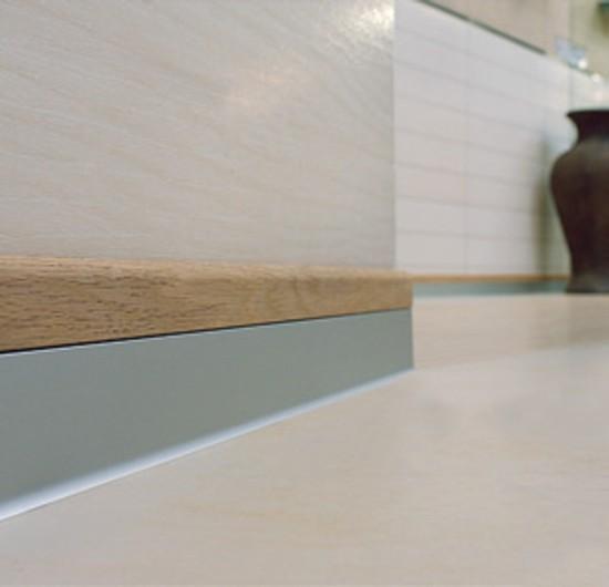 battiscopa in alluminio e legno serie BI Bicolor