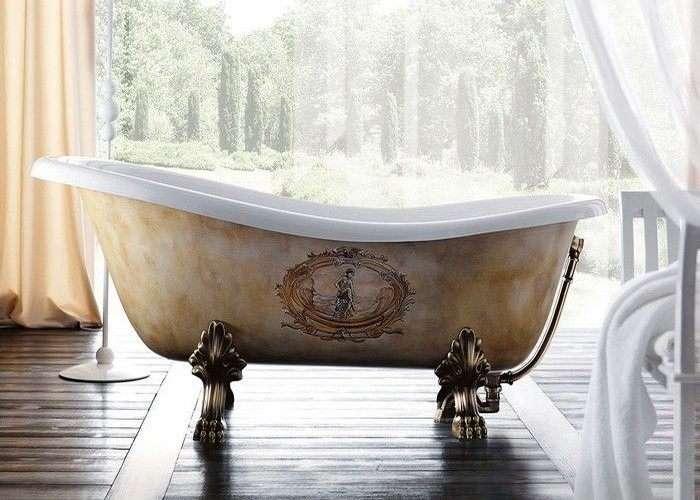 vasca da bagno con piedini decorata negozio a Venezia Mestre Chirignago
