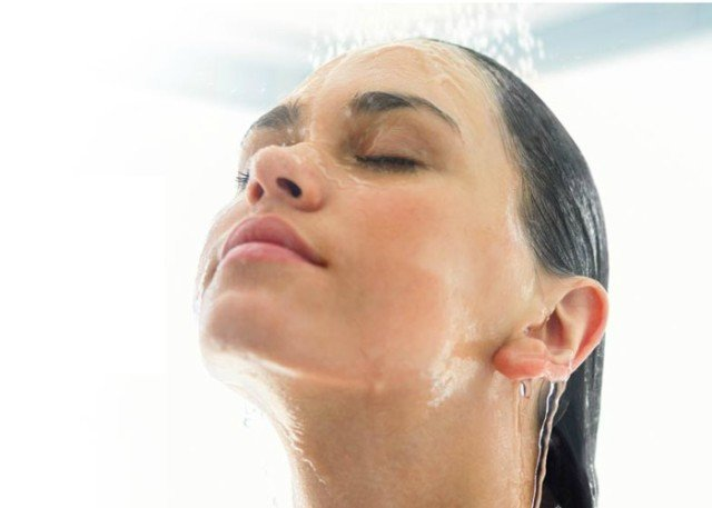 doccia con acqua calda sanitaria