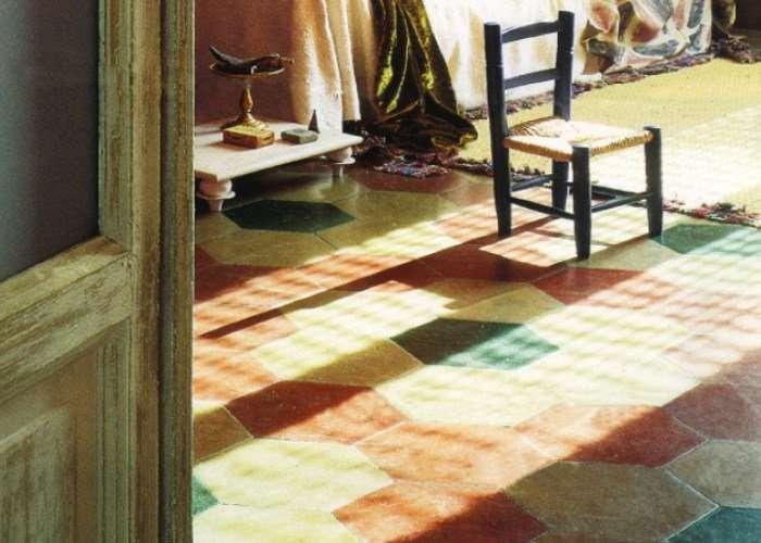 pavimento con cementine esagonali negozio a Venezia Mestre Chirignago