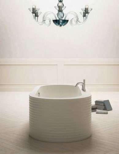 vasca da bagno free standing One Week con rubinetteria a bordo vasca